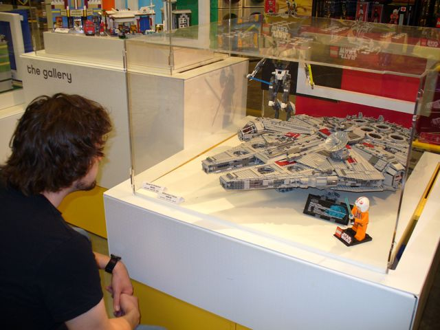 LEGO Star Wars: Ultimate Collector's Millennium Falcon # 10179 〈►___