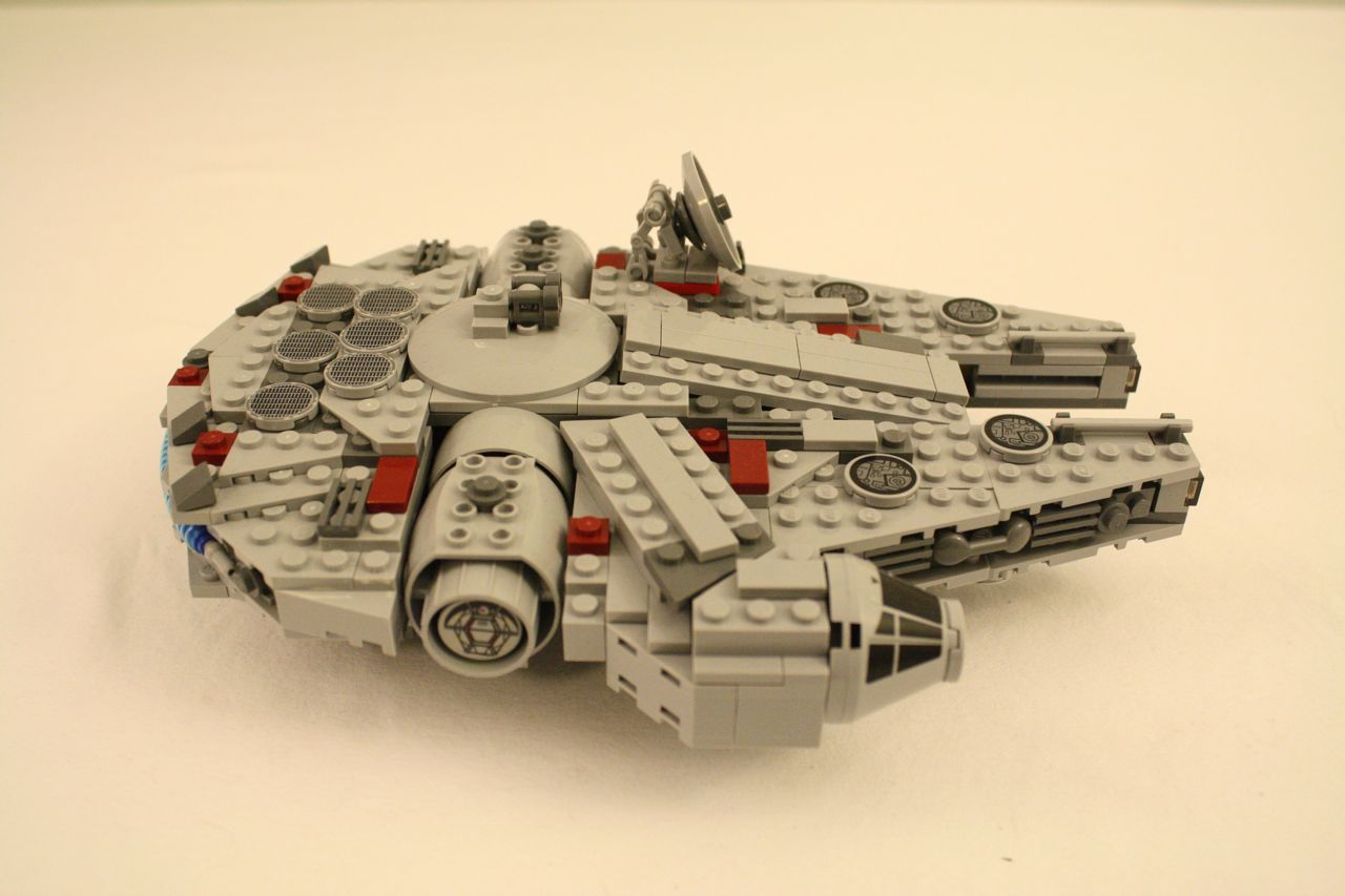 Lego Star Wars Millennium Falcon Midi-Size 7778 | Dynamic ...