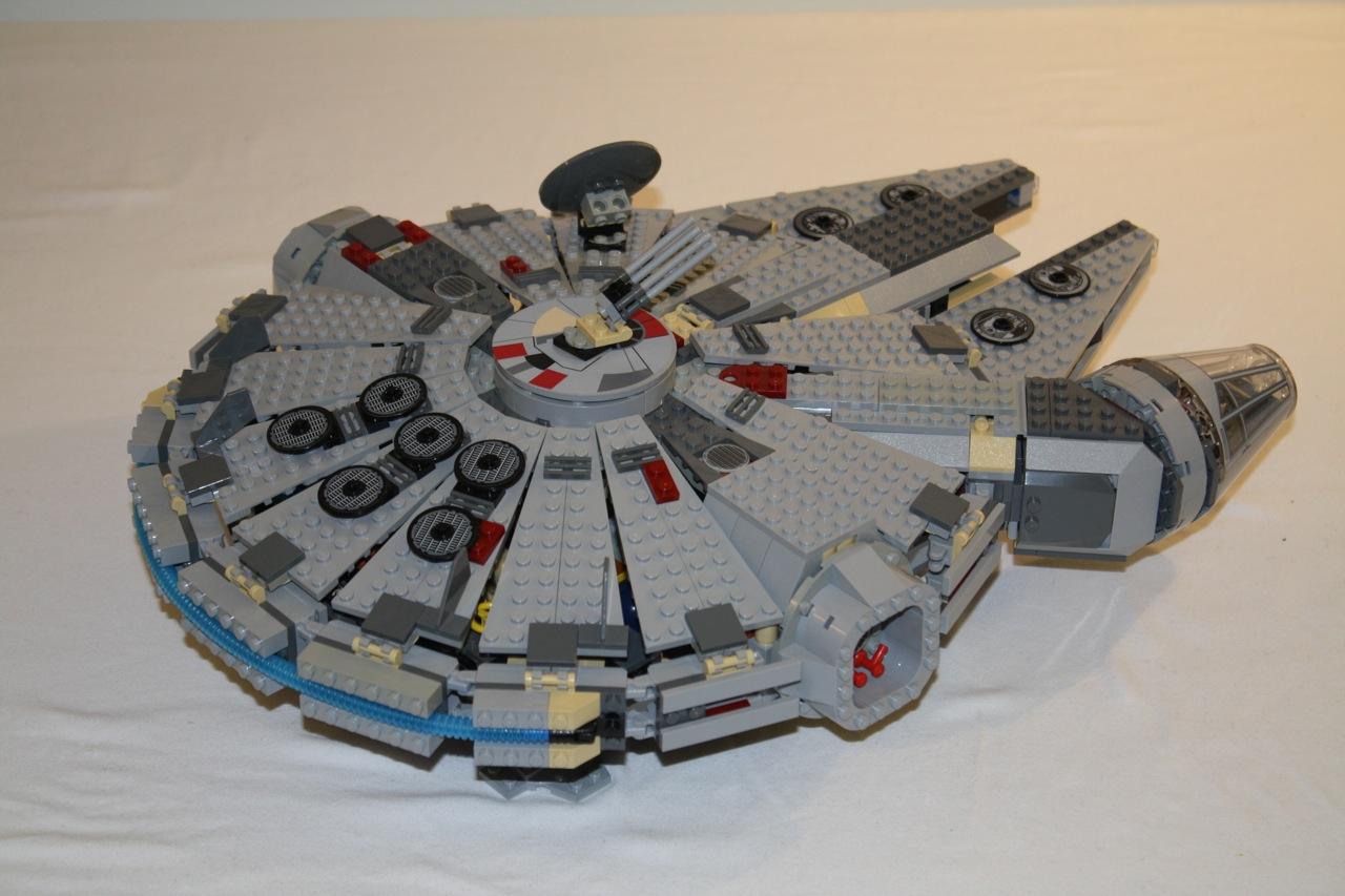 lego star wars millennium falcon 4504 dynamic subspace. Black Bedroom Furniture Sets. Home Design Ideas