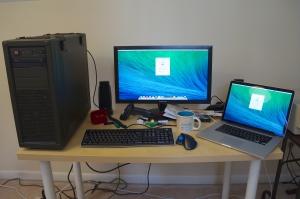 Desktop Customac and MacBook Pro.