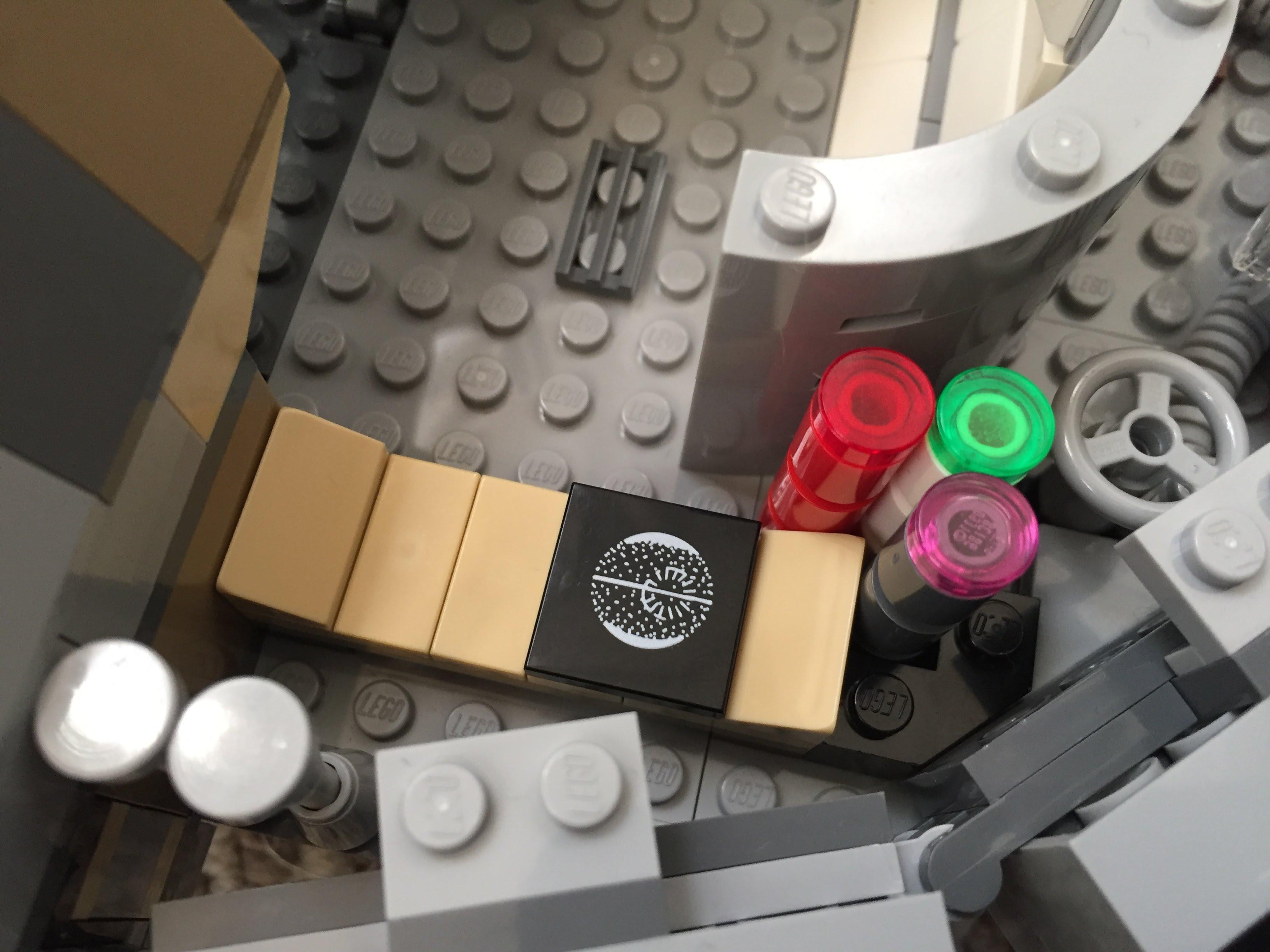 Millennium-Falcon-aft-sleep-compartment.jpg
