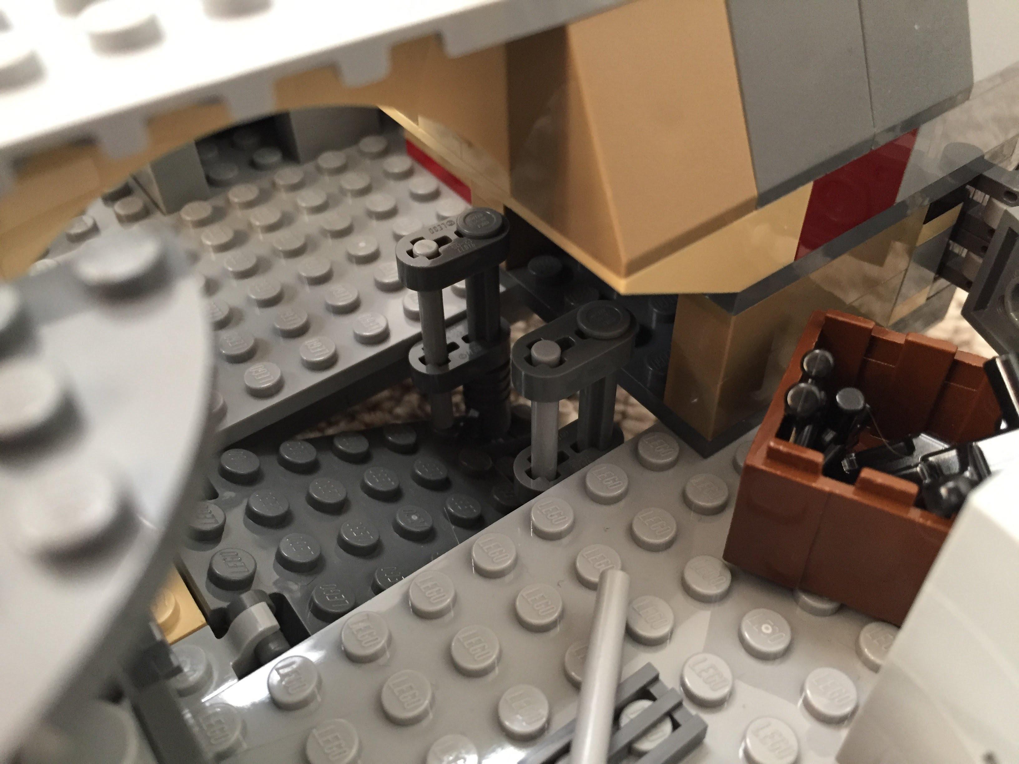 Millennium-Falcon-entryramp-interior-down2.jpg