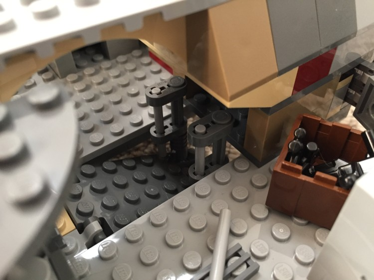 Millennium-Falcon-entryramp-interior-down2.jpg