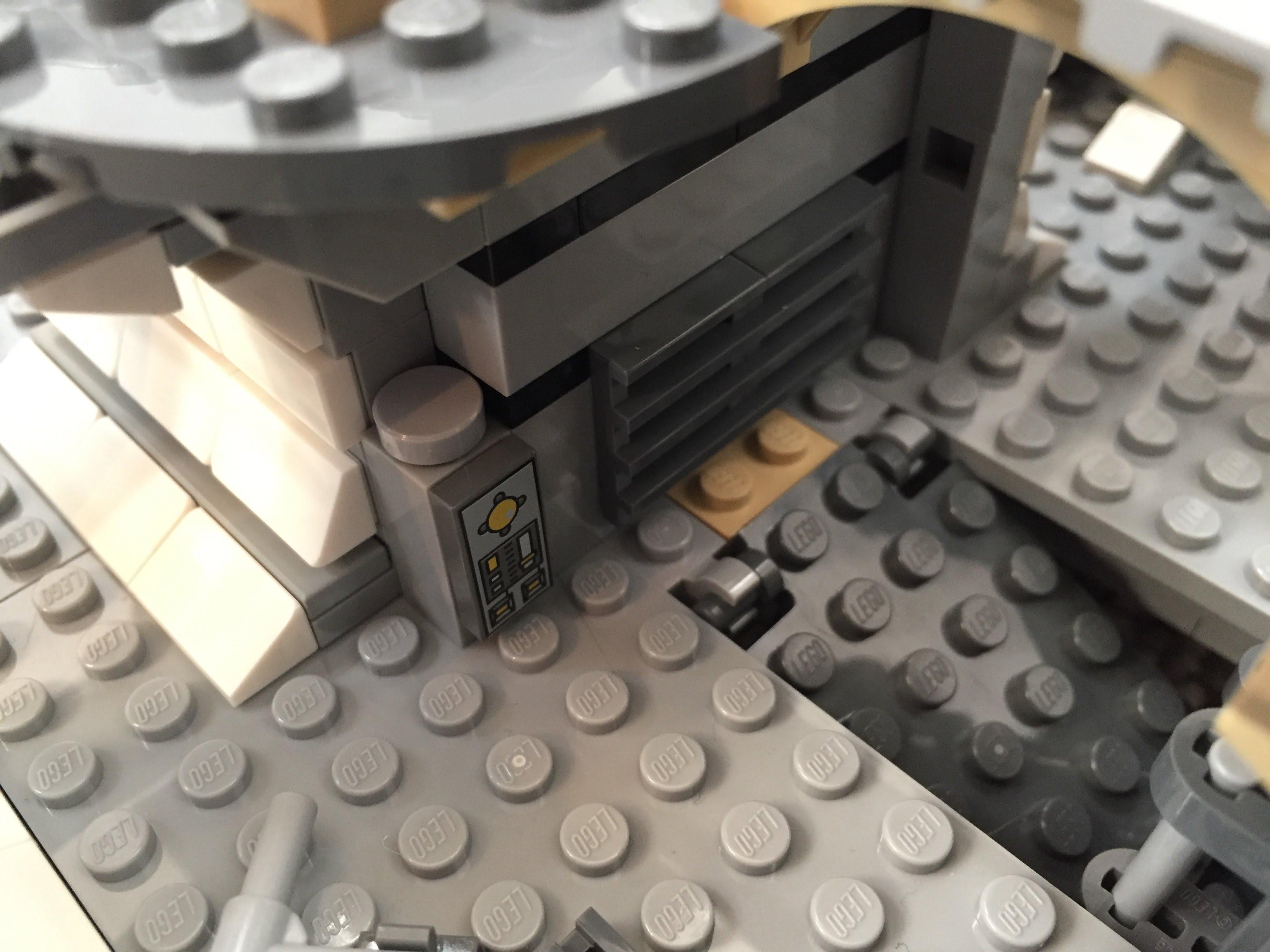 Millennium-Falcon-entryway-interior-down.jpg